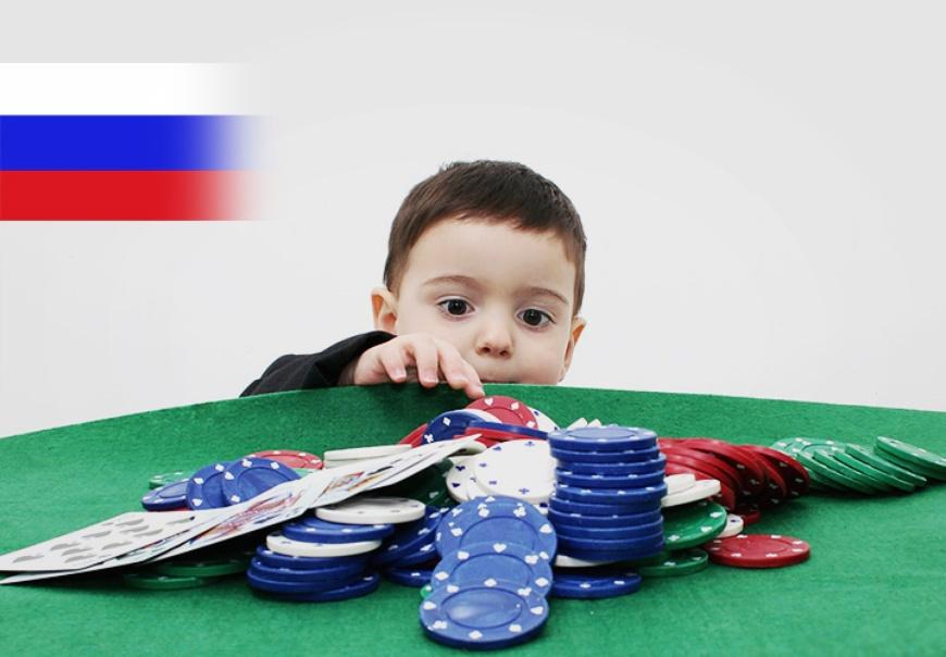 ребенок играет в казино